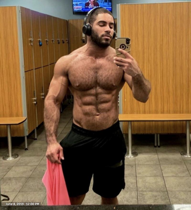 Shirtless-amateur-gay-porn-2019-06-14-at-4.22.03-PM-934x1024