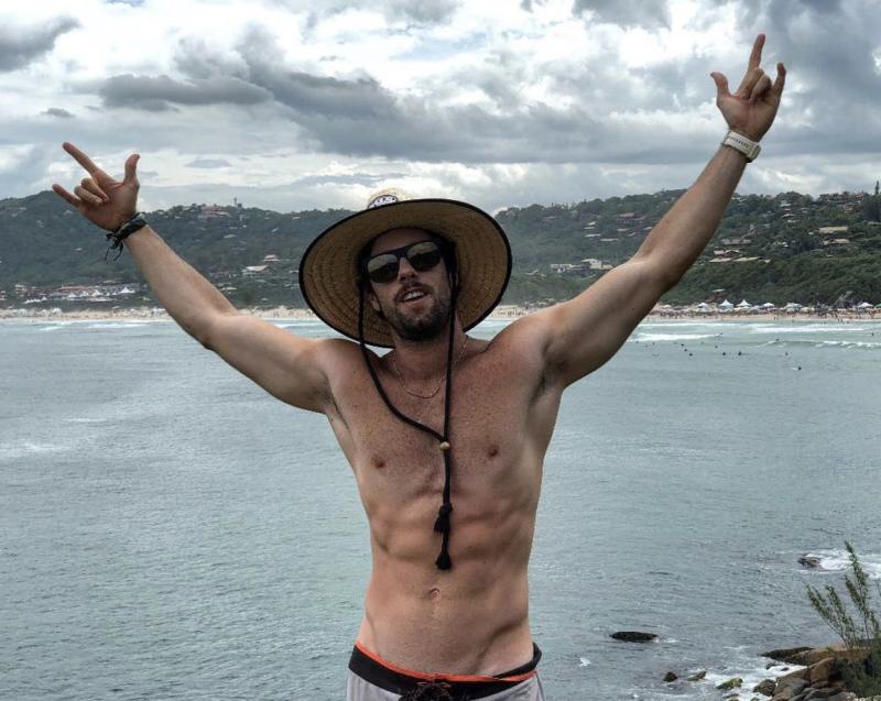 Joao-mercuri-soltos-em-floripa-shirtless-nude-boyculture