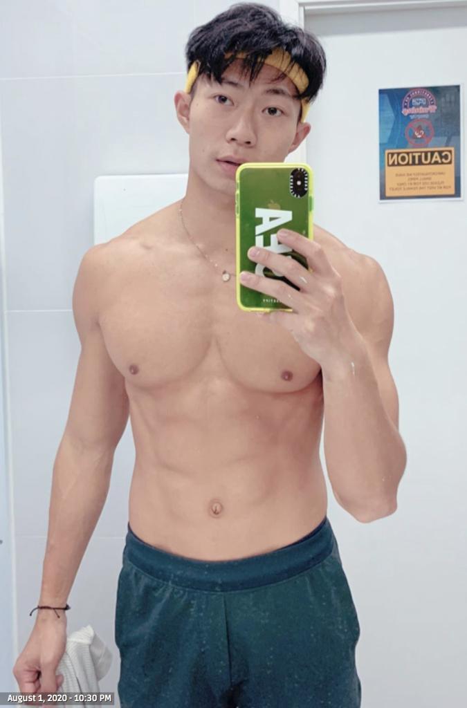 Shirtless-selfies-boyculture