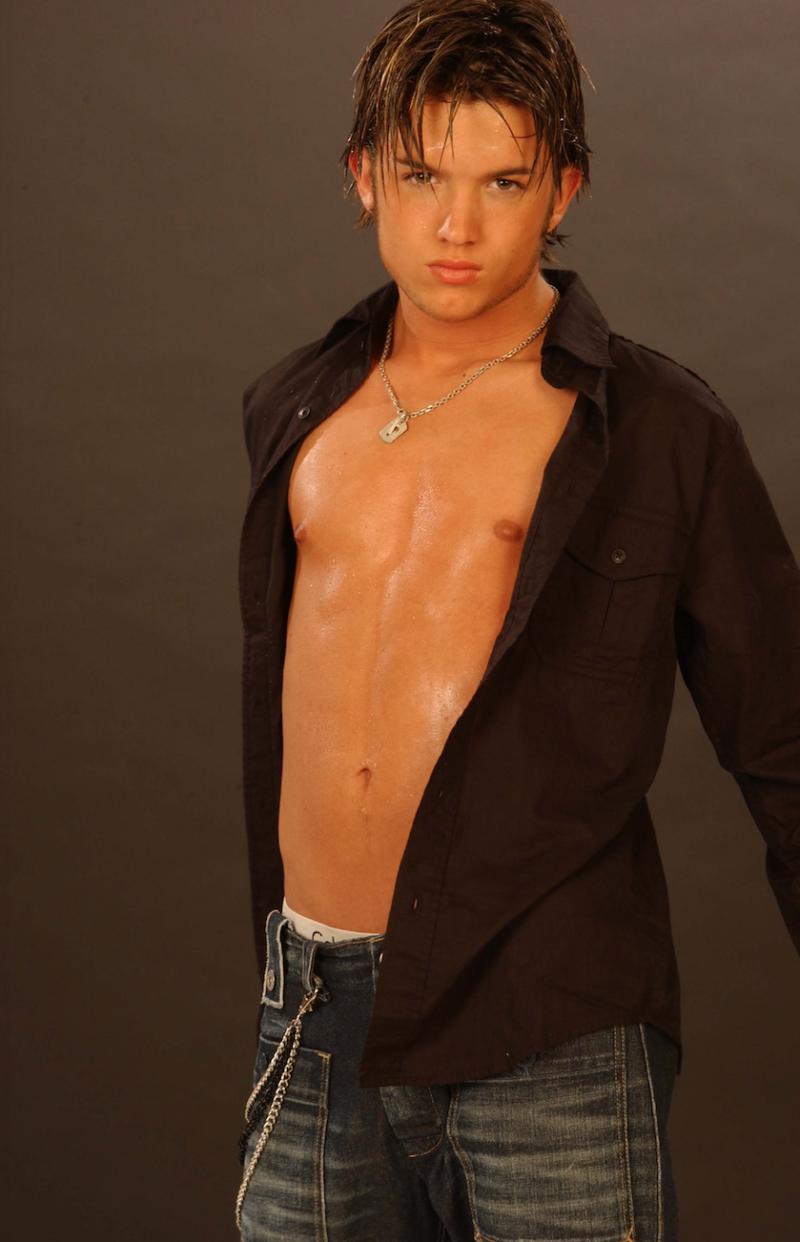 Chris-trousdale-dream-street-shirtless-boyculture