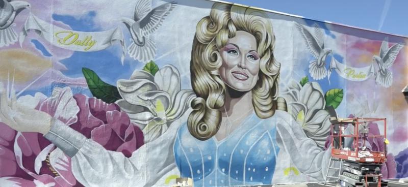 Gay-dolly-parton-mural-gay-boyculture-gr8erdays