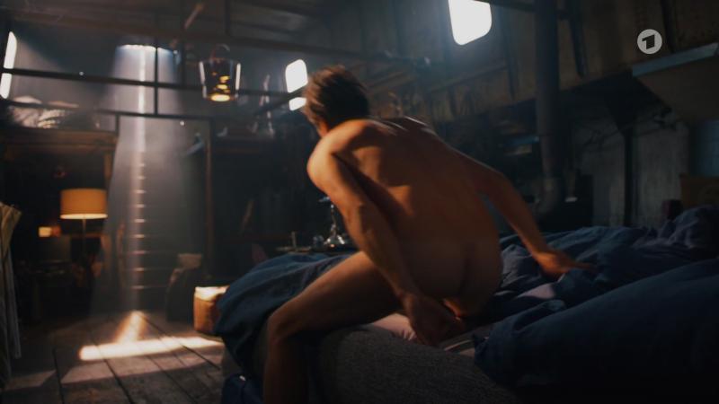 Butt-naked-roman-knizka