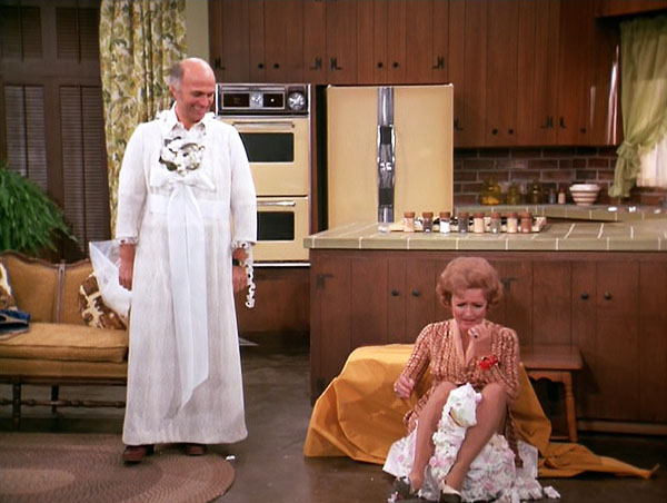 Boyculture-bety-white-mary-tyler-moore-show-season-6-15-what-do-you-want-to-do-when-you-produce-gavin-macleod-murray-slaughter-wedding-dress-puts-sue-ann-betty-white-on-cake